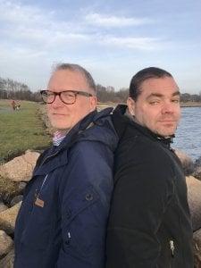 Lars-Erik Litsfeldt har brukt kosthold for å kontrollere sin type-2 diabetes i mange år. Patrik Olsson (til høyre) tipset Lars-Erik om at økt bruk av bønner kunne gjøre underverker for blodsukker og insulin. Resten ble det bok av.