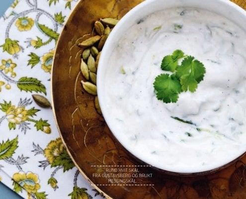 Indisk agurksaus med koriander. Fra boken Mer matglede med lavkarbo gitt ut på Forlaget Lille Måne