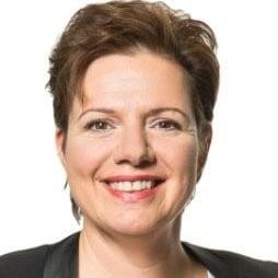 Elisabeth Thorbjørnsen foreleser om kokosolje på Høstkonferansen